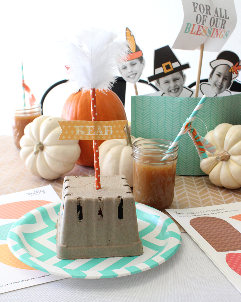 Thanksgiving Kids Table and a Thankful Turkey Kids Craft