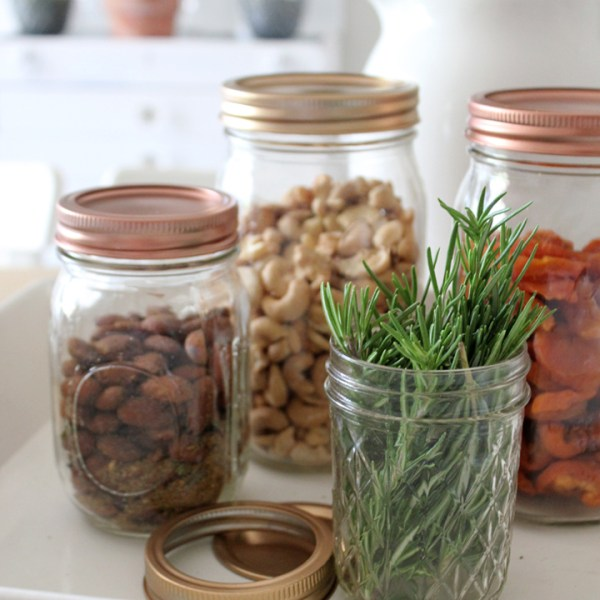 DIY Metallic Mason Jar Lids: Perfect for Kitchen Decor and Gifts