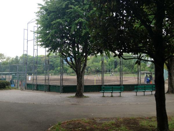 津久井又野公園の多目的グラウンドのバックネット
