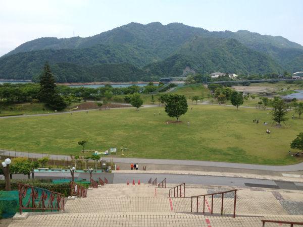 宮ヶ瀬湖畔園地のけやき広場