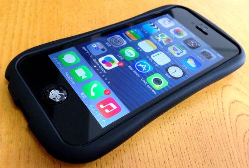 iFaceを装着したiPhone5