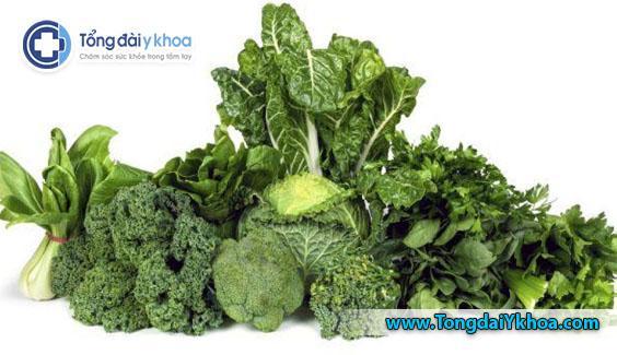 Rau xanh lá chứa nhiều vitamin A và K giúp chống viêm và giữ cho xương chắc khỏe