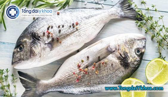 Ăn cá béo nhiều lần mỗi tuần có thể giúp tăng mức cholesterol HDL và cung cấp các lợi ích khác cho sức khỏe của tim.