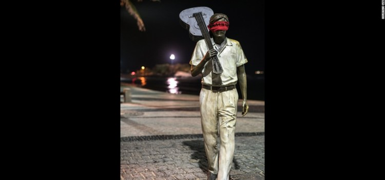 Artist Blindfolds Statues to Protest Corruption in Brazil
