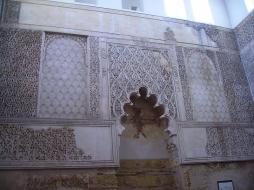 800px-West_wall_of_the_Synagogue_of_Córdoba