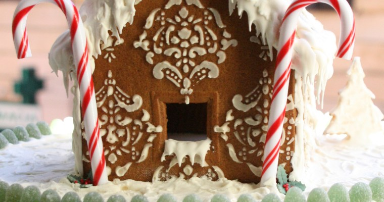 Tutorial: Decorating a Gingerbread House for Christmas