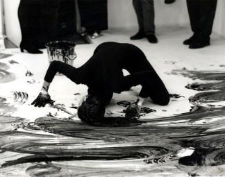 Janine Antoni, Loving Care,1993