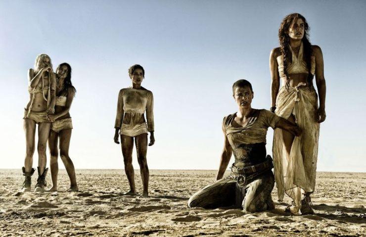 Charlize Theron, Hoult, Tom Hardy, Mad Max, Coma-Doof Warrior, kolor, pustynia, kino, Oscary, iOTA, muzyka