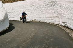 Val I`sere, Route de Grandes Alpes - wo im Juni noch meterhoch Schnee liegt