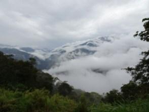 Tiefe Wolken unter Coroico