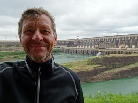 Kraftwerk am Rio Parana zwischen Argentinien und Paraguay