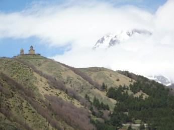 Kloster in Stepantsminda, der Kazbegi in Wolken