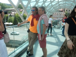Auf der Friedensbrücke in Tiflis