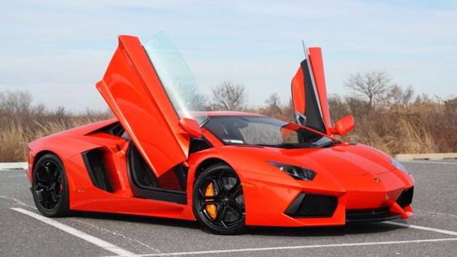 Lamborghini-Aventador-Red