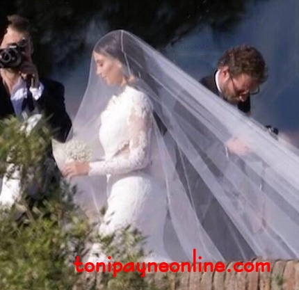 1st Picture of Kim Kardashian in her Wedding Dress; SO GORGEOUS!!