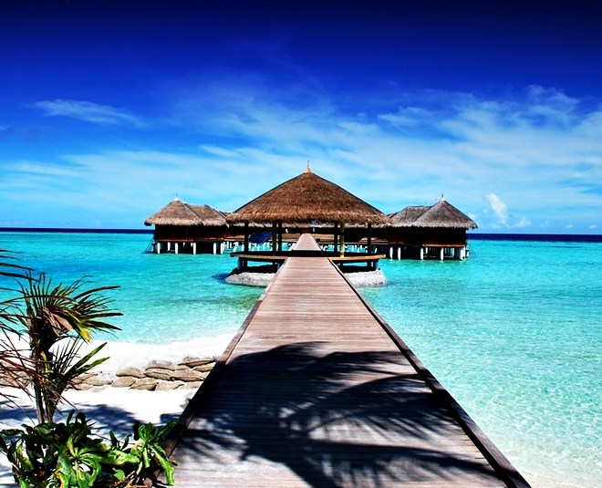 Maldives Travel Guide – Resorts, Currency, Weather, Beach and more