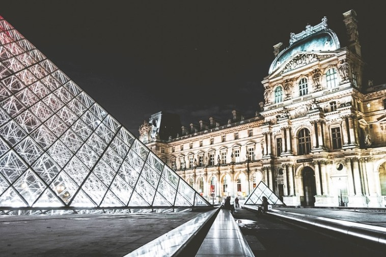 Paris Attractions : A Guide to Sightseeing in Paris, France Louvre Toni Payne Travel