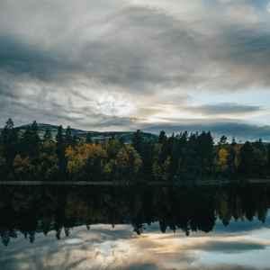 Autumn moods – amazing foliage and sunset by the lake
