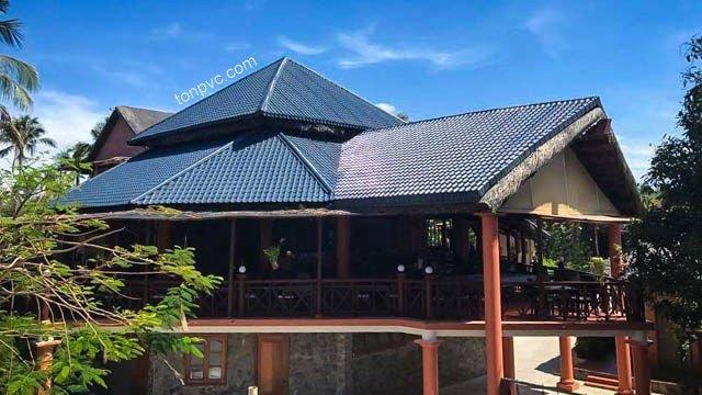 Hình 02 : cải tạo bằng Ngói Nhựa ASA/PVC màu Xám Đen, Little Mui Ne Cottages Resort - Bình Thuận