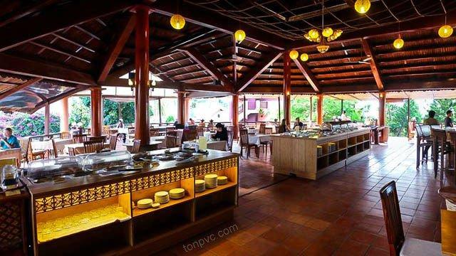 Hình 06 : nội thất nhà hàng lợp bằng Ngói Nhựa ASA/PVC màu Xám Đen, Little Mui Ne Cottages Resort - Bình Thuận