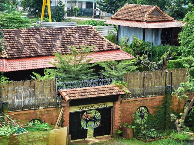 Hình 06 : kiến trúc cổ Cà phê sân vườn Phú Long - Bình Dương, Ngói Nhựa ASA/PVC màu Đỏ Ngói