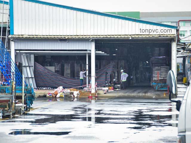 Hình 03 : sửa chữa nhà kho Gỗ ngoại thất Scancom - Bình Dương, Tôn Nhựa ASA/PVC màu Trắng Sữa