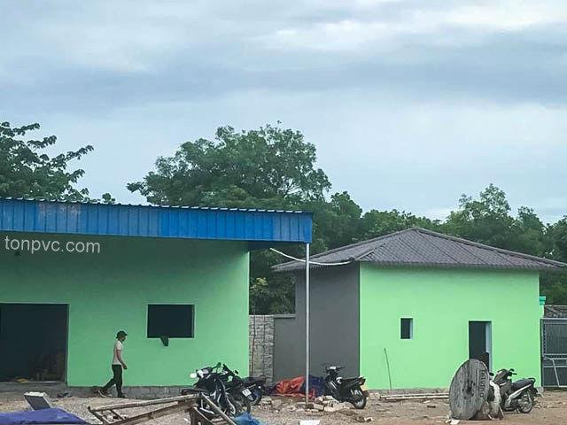 Hình 06 : mái che lối đi Nhà máy phân bón Sao Nông - Thanh Hóa, Tôn Nhựa ASA/PVC màu Xanh Dương