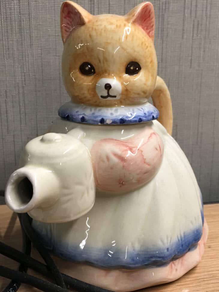 The kitty teapot