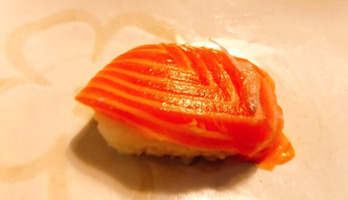 寿司ファミリー盛り48貫(サーモンの骨)