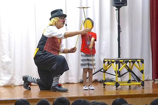 東部保育園でピエロの出張公演!楽しいコメディショーでみんなお友だち♪愛知県田原市