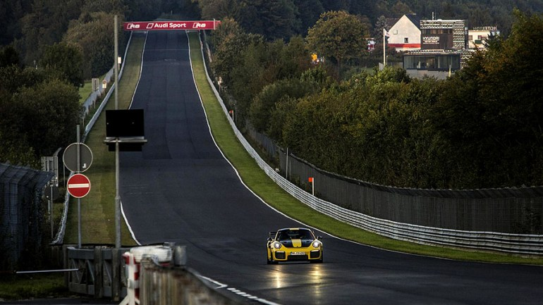 Porsche-911-GT2RS-5