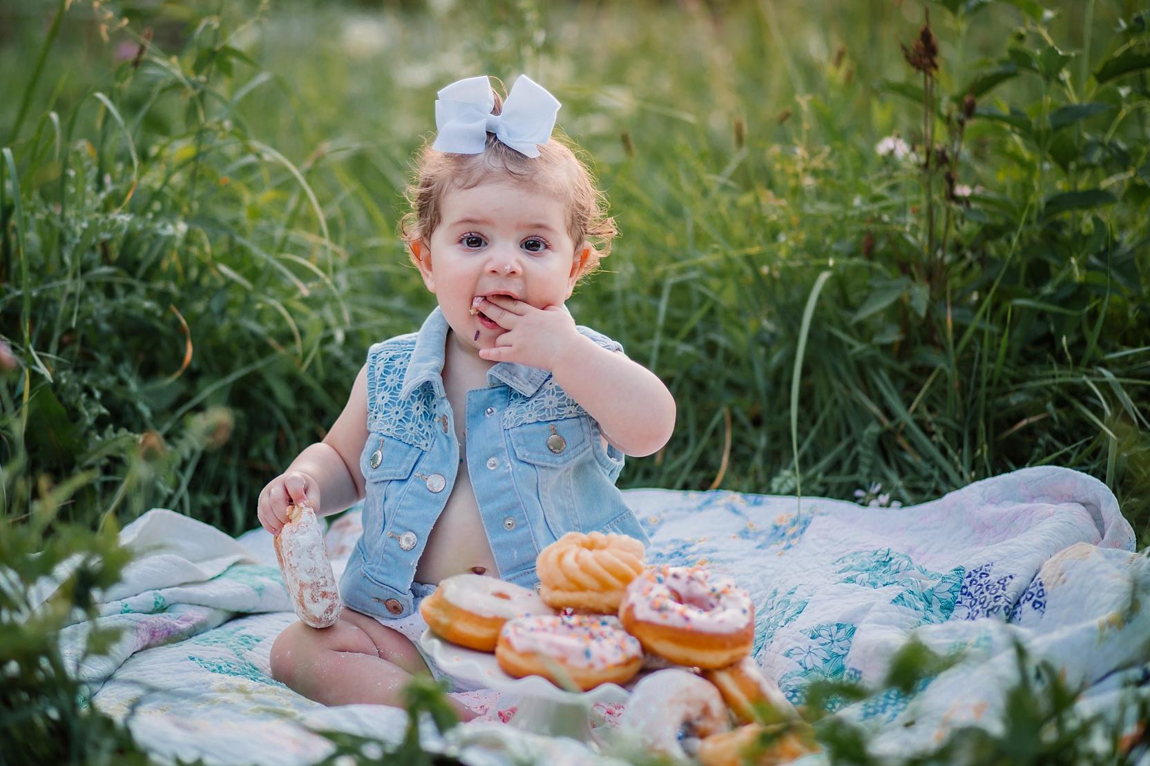 washington-dc-1st-birthday-photographer-donut-smash