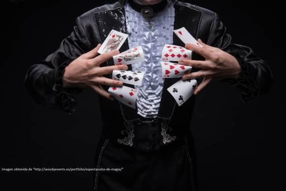 Yo juego así al Poker. Si, mis amigos también flipan.