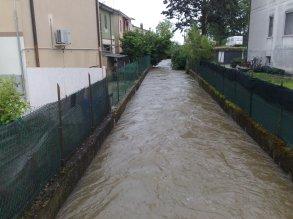 Râul Tione lângă magazinul românesc al lui Neagotă, intersecția via Trieste cu Messedaglia