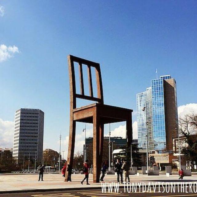 La silla rota-Monumento Paz mundial-Ginebra