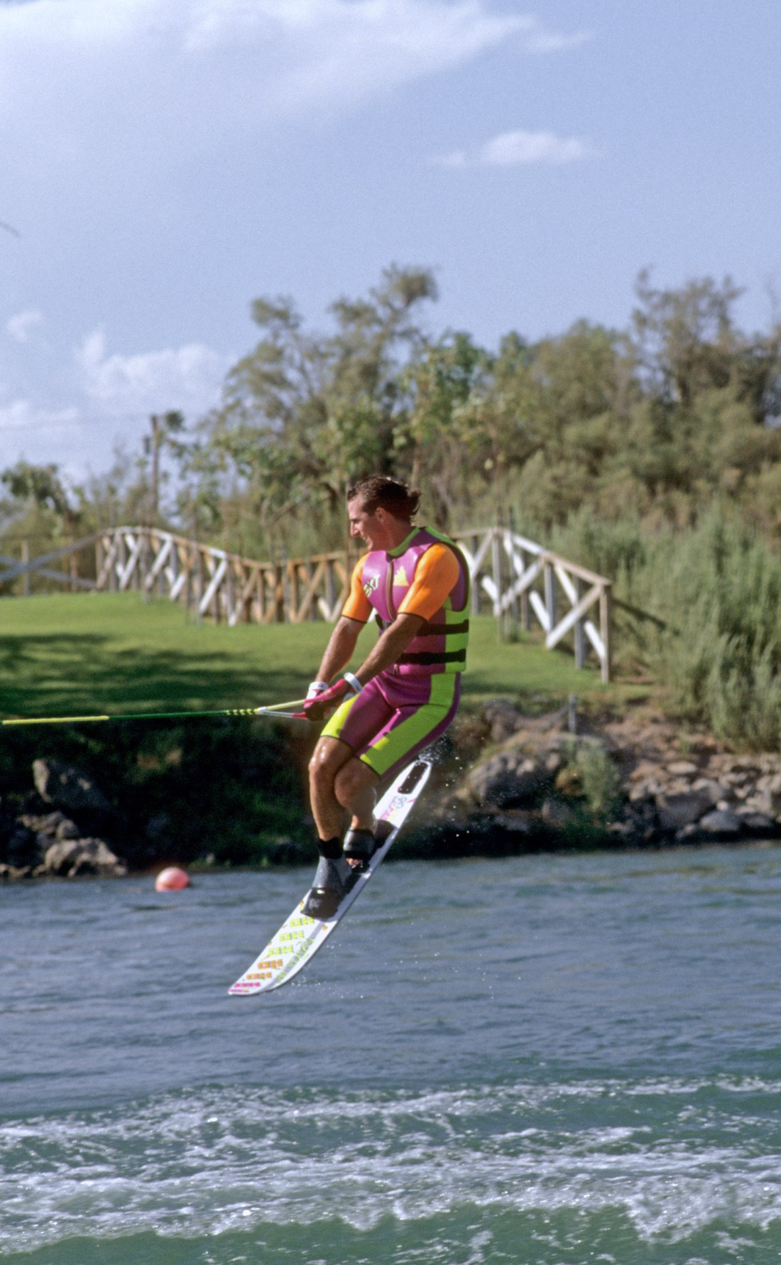 f_TonyKlarich.com_Water_Skiing_AERIALJUMPFENCE_HotDog_Creative_Commons_Free_3MR