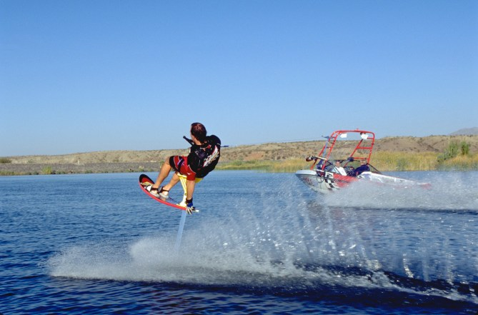 98_TonyKlarich.com_Water_Skiing_Hydrofoil_TAILGRABSKIDDER_Creative_Commons_Free_3MR