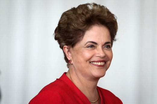 epa05517419 Former Brazilian President, Dilma Rousseff (C) delivers a statement to the press at Alborada Palace, Brasilia, Brazil, 31 August 2016. Brazil's Senate on 31 August 2016 voted to impeach Dilma Rousseff after finding her guilty of manipulating the state budget. Interim President Michel Temer will complete her mandate, which ends on 01 January 2019. EPA/FERNANDO BIZERRA JR