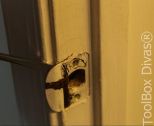 6 How to Replace a Bedroom & Bathroom Door Knob - Toolbox Divas