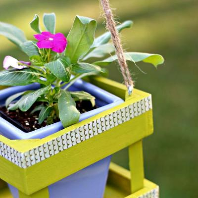 Small Hanging Planter Using a Hot Glue Gun