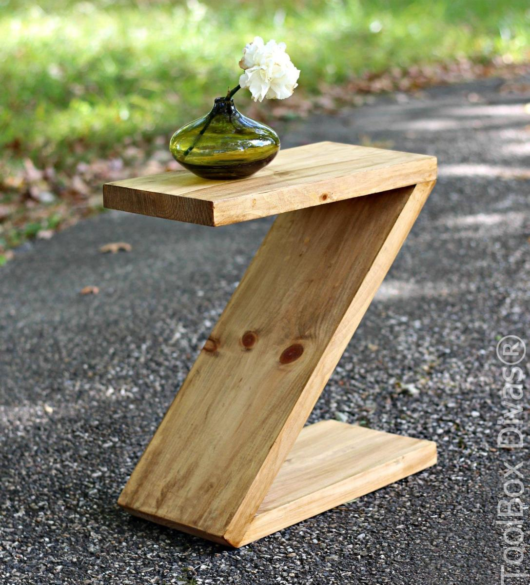 "DIY Modern ""Z"" Side Table"