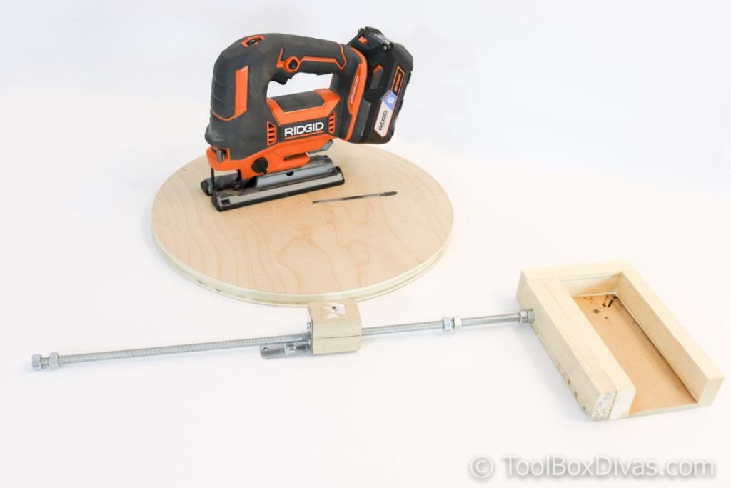 Make an Easy Circle Jig for Jigsaws - ToolBox Divas