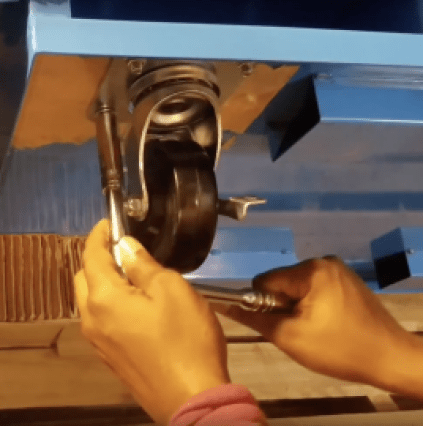 How does a socket and ratchet work? @Toolboxdivas