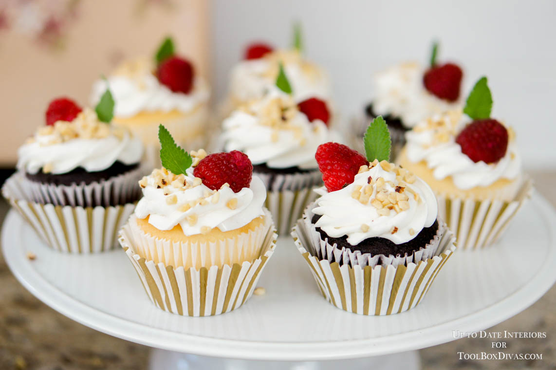 cupcakes with berries and mint