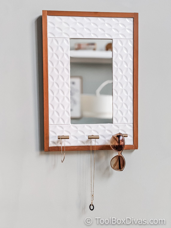 Tiled Hanging Mirror with Jewelry Storage @ToolBoxDivas (40 of 47) (1) Jewelry storage