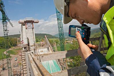Bosch GLR825 Laser Range Finder Outdoor Use
