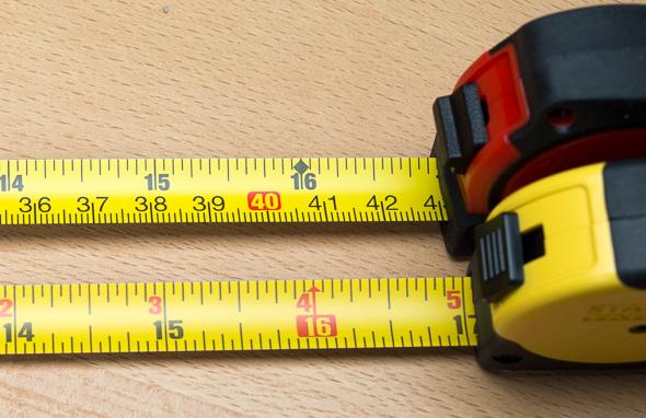 Stanley vs Milwaukee Keychain Tape Measure Blade Comparison