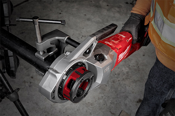 Milwaukee 2874 M18 Fuel Cordless Pipe Threader in Action