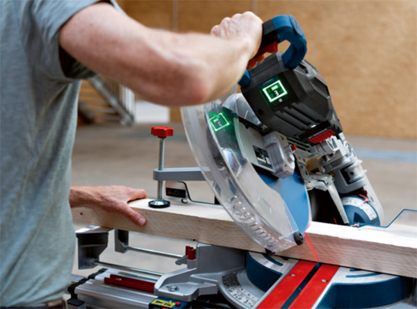 Bosch GCM 18V-305 GDC BITURBO Cordless Miter Saw Cutting Wood