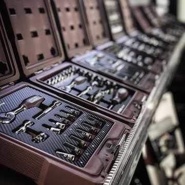Buena semana a rodos! Nada mejor que la línea de maletines carbono para mantener en orden tus herramientas #kraftwerk #herramientas #taller #automocion #garage #mytools #tools4us